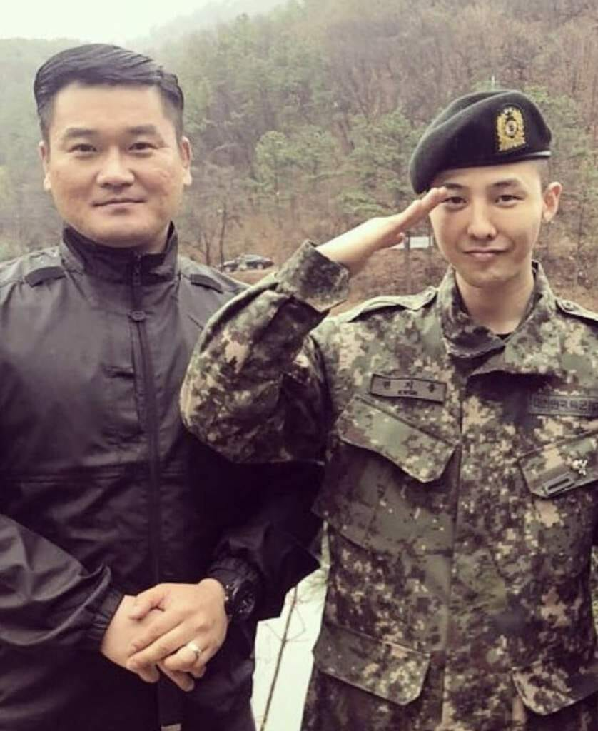 Kim Soo Hyun is back from military service! 3