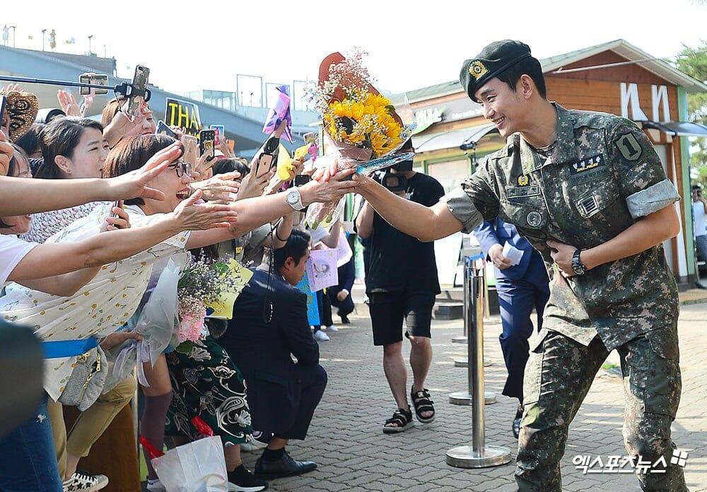 kim soo hyunkim soo hyun militarymilitary servicemy love from the stardo min joon
