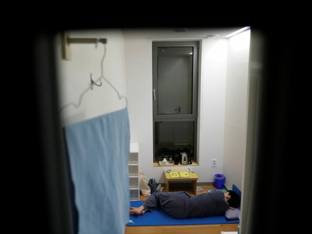 Prison Inside Me 내안의 감옥: Find Out Why South Koreans are Paying to Live in a Prison 5