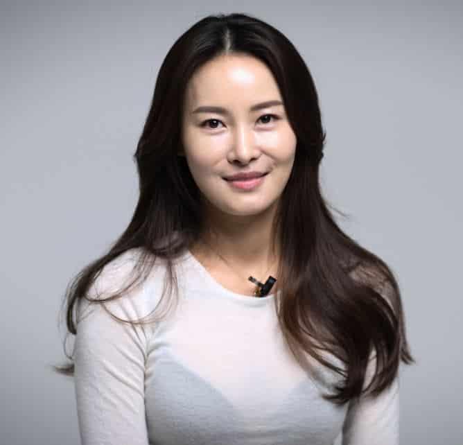 Korean Women's Top Secret to Glass Skin Revealed- The 10-step Korean Skincare Routine. 유리 피부의 비밀, 그것이 알고 싶다. 7