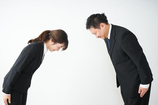 5 Korean Business Etiquette & 11 Korean Business Phrases You Need to Know! 1